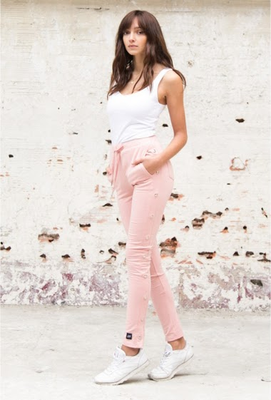 Sixth June women joggers with snap fastener on the sides (only the first of the bottom is button off). High waist, skin-tight cut and drawstring at the waist. Light pink model.
