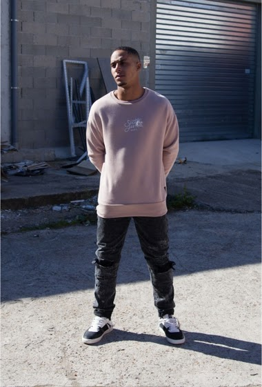 Sweat rose Sixth June Homme. Logo Sixth June Paris brodé en blanc à l'avant. Coupe oversize.