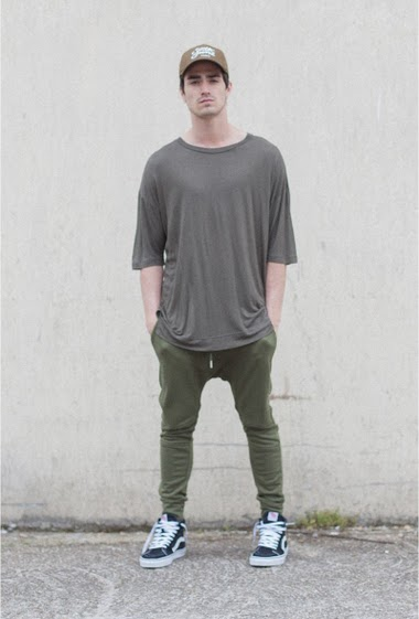 Kaki t-shirt Sixth June Man. 3/4 sleeves. Falling shoulders. Flecked fabric. Rounded cut on the back. Little slits on the both sides.