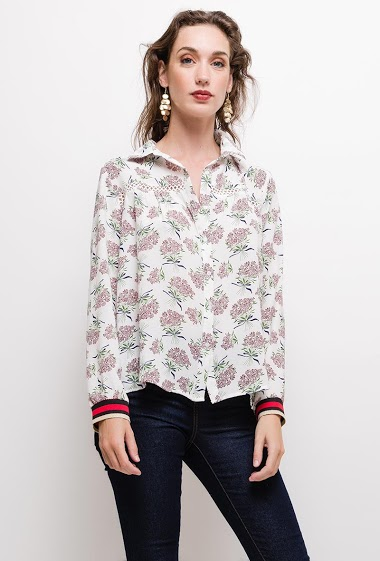 Light shirt, printed flowers, rib. The model measures 177cm and wears M. Length:65cm