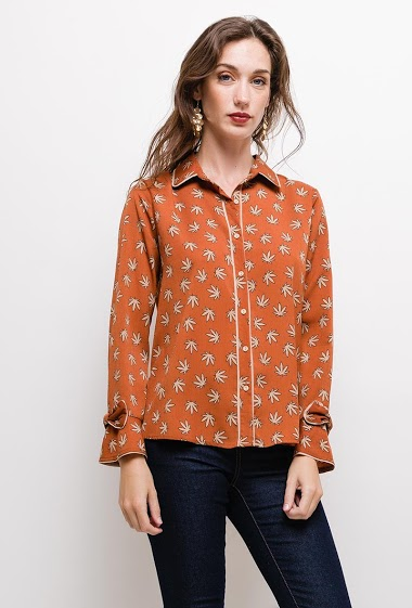 Shirt with bow. The model measures 177cm and wears M. Length:65cm