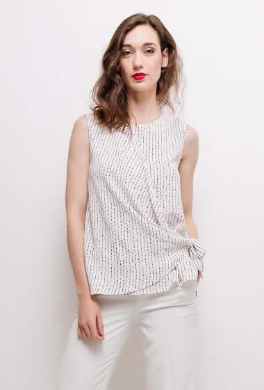 Knot sleeveless top. The model measures 177cm and wears S. Length:60cm