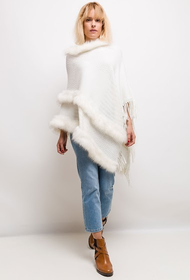 Poncho with fringes. The model measures 177cm, one size corresponds to 10/12(UK) 38/40(FR). Length:100cm