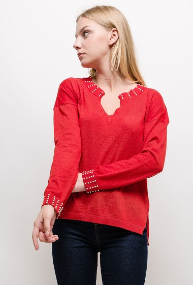 Fine knit sweater, embellished border. The model measures 170cm and wears S. Length:60cm