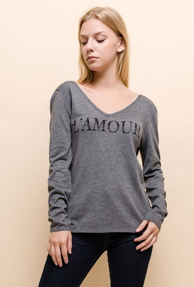 Fine knit sweater, V button back, V neck. The model measures 170cm and wears S. Length:65cm
