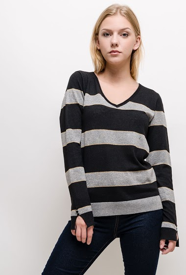 Iridescent sweater, lace detail on the back. The model measures 170cm and wears S. Length:63cm