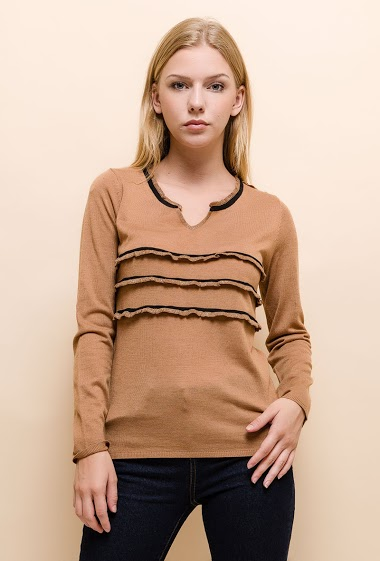 Fine sweater with shiny ruffles. The model measures 170cm and wears S. Length:60cm