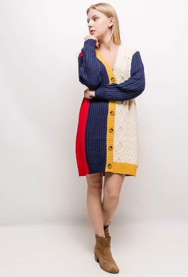 Cable knit dress, color block design. The model measures 170cm and wears S/M. Length:90cm