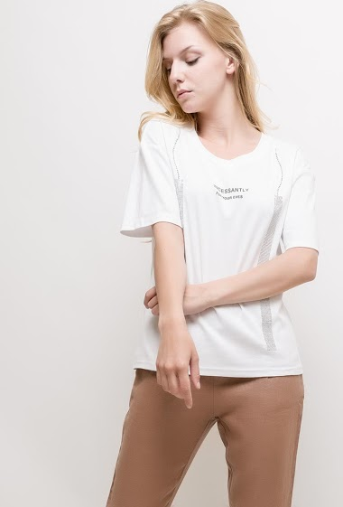 Short sleeve t-shirt. The model measures 170cm and wears S. Length:60cm