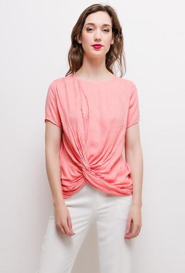 T-shirt à manches courtes. La mannequin mesure 177cm et porte du S. Longueur:65cm