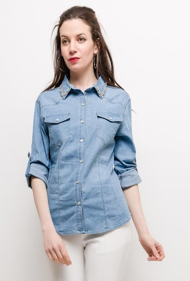 Shirt with press stud closure, embellished collar. The model measures 177cm and wears S. Length:65cm
