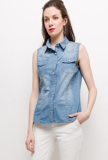 Chemise avec strass décoratifs. La mannequin mesure 177cm et porte du S. Longueur:65cm