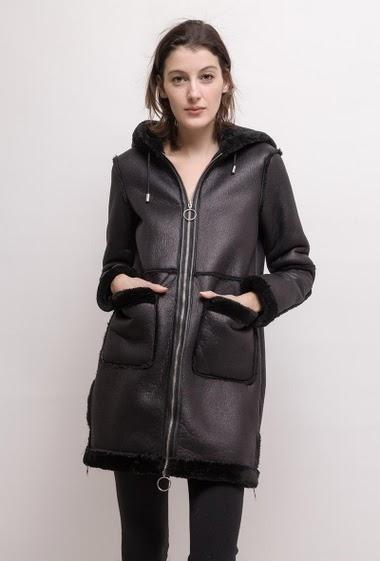 Zip coat, hood. The model measures 178cm and wears S. Length:85cm