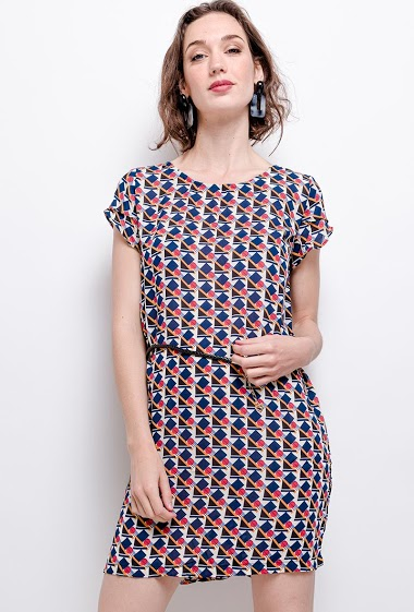 Printed dress with belt. The model measures 177 cm
