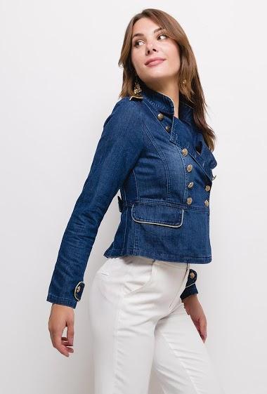 Veste en jean boutonnée,La mannequin mesure 175cm et porte du S. Longueur:55cm