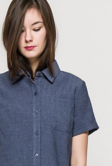 Short sleeve shirt. The model measures 172cm and wears S. Length:60cm