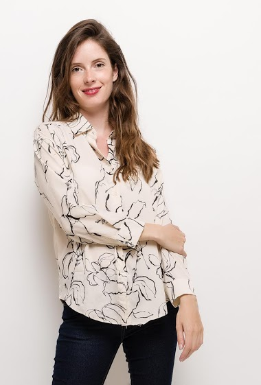 Chemise à imprimé fleurs. La mannequin mesure 176cm et porte du S/M. Longueur:70cm