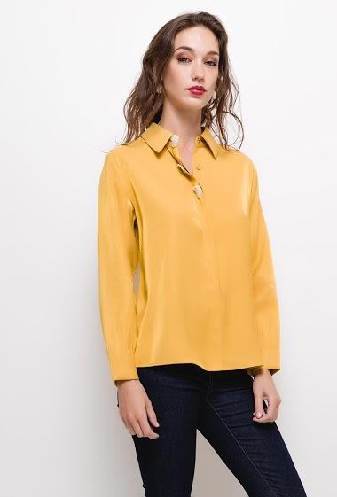 Fluid shirt,The model measures 177cm and wears S. Length:65cm