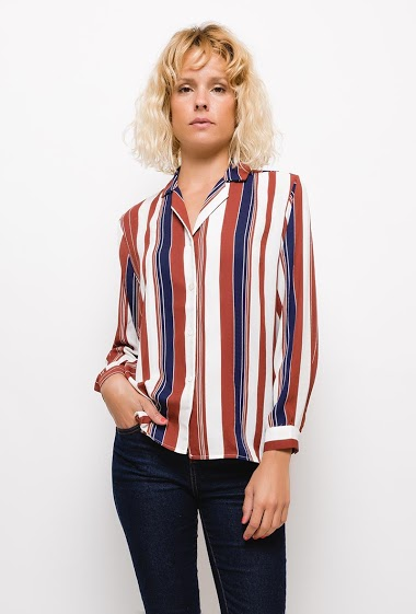 Light shirt. The model measures 177cm and wears S/M. Length:70cm(back)