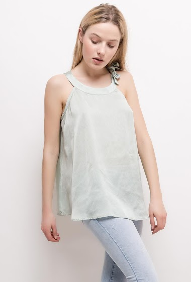 Tank top with knot collar. The model measures 174cm and wears S. Length:65cm