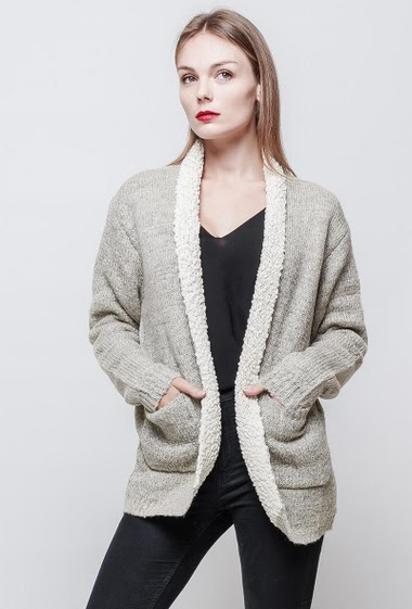 Cardigan with fur lining. With pockets. The model measures 177 cm and wears S.