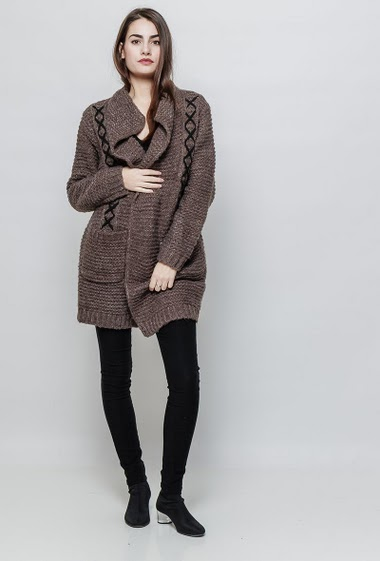 Soft knitted sweater, chunky knit, fancy zip, lace-up detail. The model measures 172cm and wears S/M
