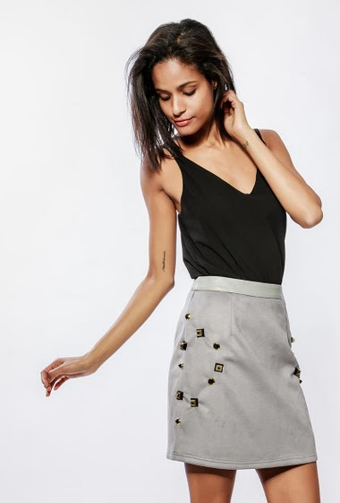 Suede skirt, fleece inner, lining, strass. The model measures 177cm and wears S
