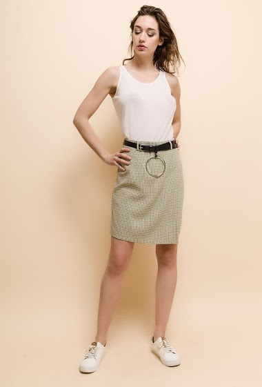 Skirt with belt. The model measures 177cm and wears S