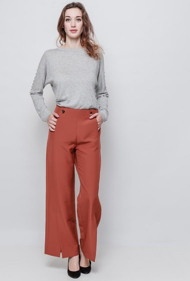 Chic pants, gold buttons, split bottom. The mannequin measures 177 cm and wears S