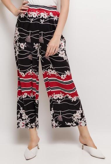 Pantalon à imprimé fleurs. La mannequin mesure 176cm et porte du S