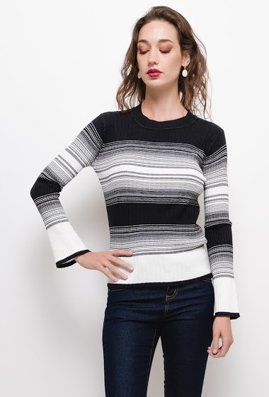 Striped sweater,The model measures 177cm and wears S. Length:60cm