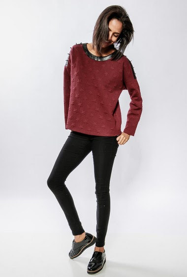 Sweatshirt with fake leather detail. The model measures 177cm and wears S/M