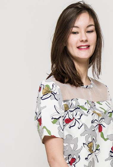 Short sleeve t-shirt, printed flowers, regular fit, zip closure. The model measures 172cm and wears S. Length:55cm