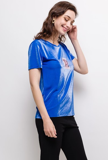 Short sleeve t-shirt. The model measures 177cm and wears S. Length:65cm