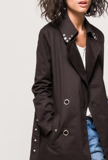 Belted trench-coat. The model measures 177cm and wears S