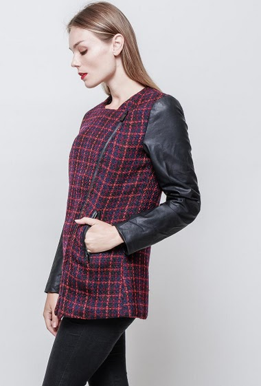 Bi-material jacket with zipped pockets. The model measures 177 cm and wears S.