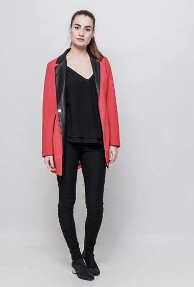 Jacket with collar in imitation leather, press stud closure, adjusted fit. The model measures 172cm and wears S