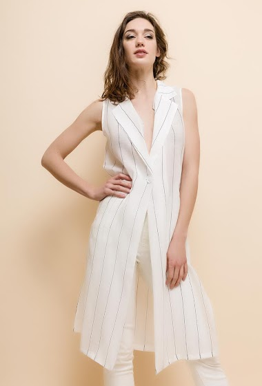 The model measures 177cm and wears S/M. Length:105cm