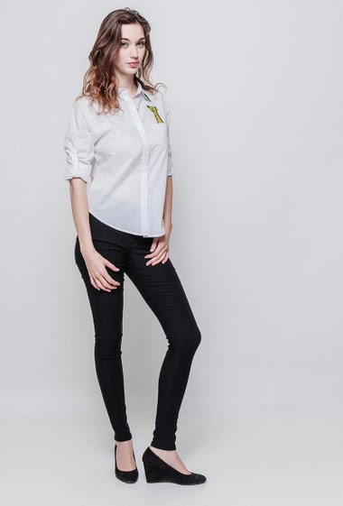Cotton shirt, pocket with girafe patch, roll-up sleeves, classic fit. The model measures 177 cm and wears S/M - Brand EXTELLE