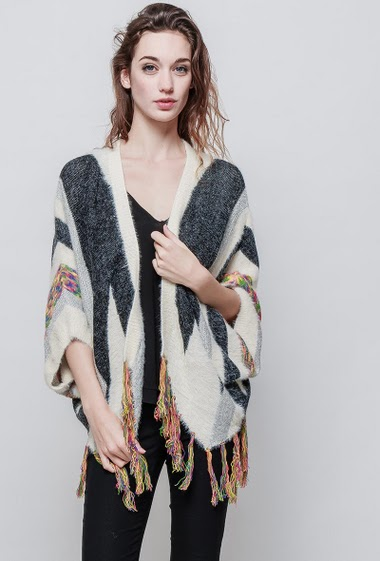 Knitted poncho, open front, fringe border. The model measures 177 cm and wears S/M - Brand EXTELLE