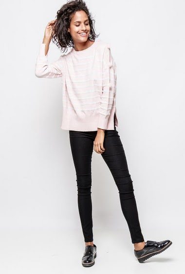 Striped sweater, sleeves decorated with fur pompons, regular fit. The model measures 177cm, one size corresponds to 38-40