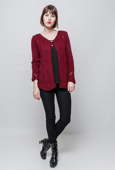 Fancy knitted cardigan, one button closure, casual fit. The model measures 172 cm, one size corresponds to 36/40.