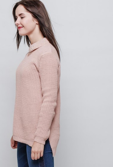 Sweater in wool mix, collar decorated with pearls, casual fit. The model measures 172cm, one size corresponds to 38-40