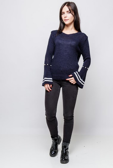 Knitted sweater, flared long sleeves, striped border, decorative pearls. The model measures 172cm, one size corresponds to 38-40
