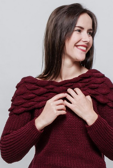 Ribbed sweater, fancy collar. The model measures 172cm, one size corresponds to 38-40