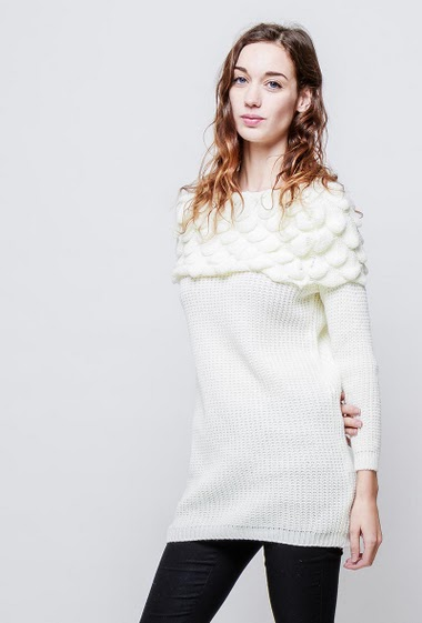 Ribbed sweater, fancy boat neck, regular fit. The model measures 177cm, one size corresponds to 38-40