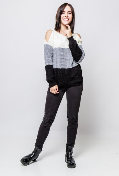 Knitted sweater with twists, cold shoulder design, colorful stripes, causla fit. The model measures 172cm, one size corresponds to 38-40