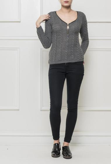 Pullover in twisted knit, V neck decorated with a zip, casual fit