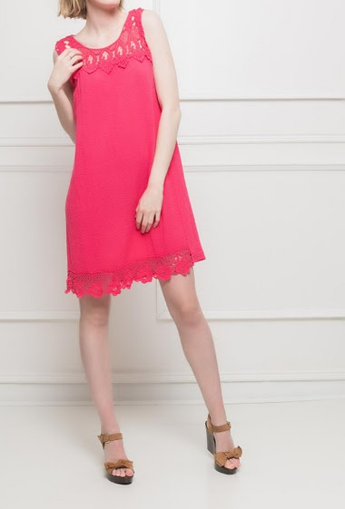 Sleeveless dress with a laced border. TU corresponds to T38/40