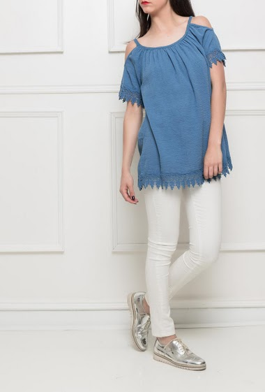 Cotton top, lace border, short sleeves, loose fit -TU corresponds to T38/40